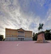 image of the royal palace in oslo in norway