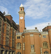image of birmingham university and clock tower in uk