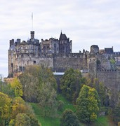 image of edinburgh castle in uk