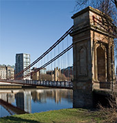 image of suspension bridge in glasgow in uk