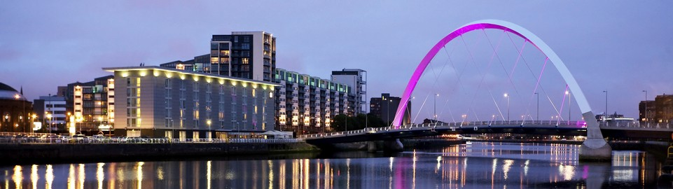 image of the clyde at night in glasgow in uk