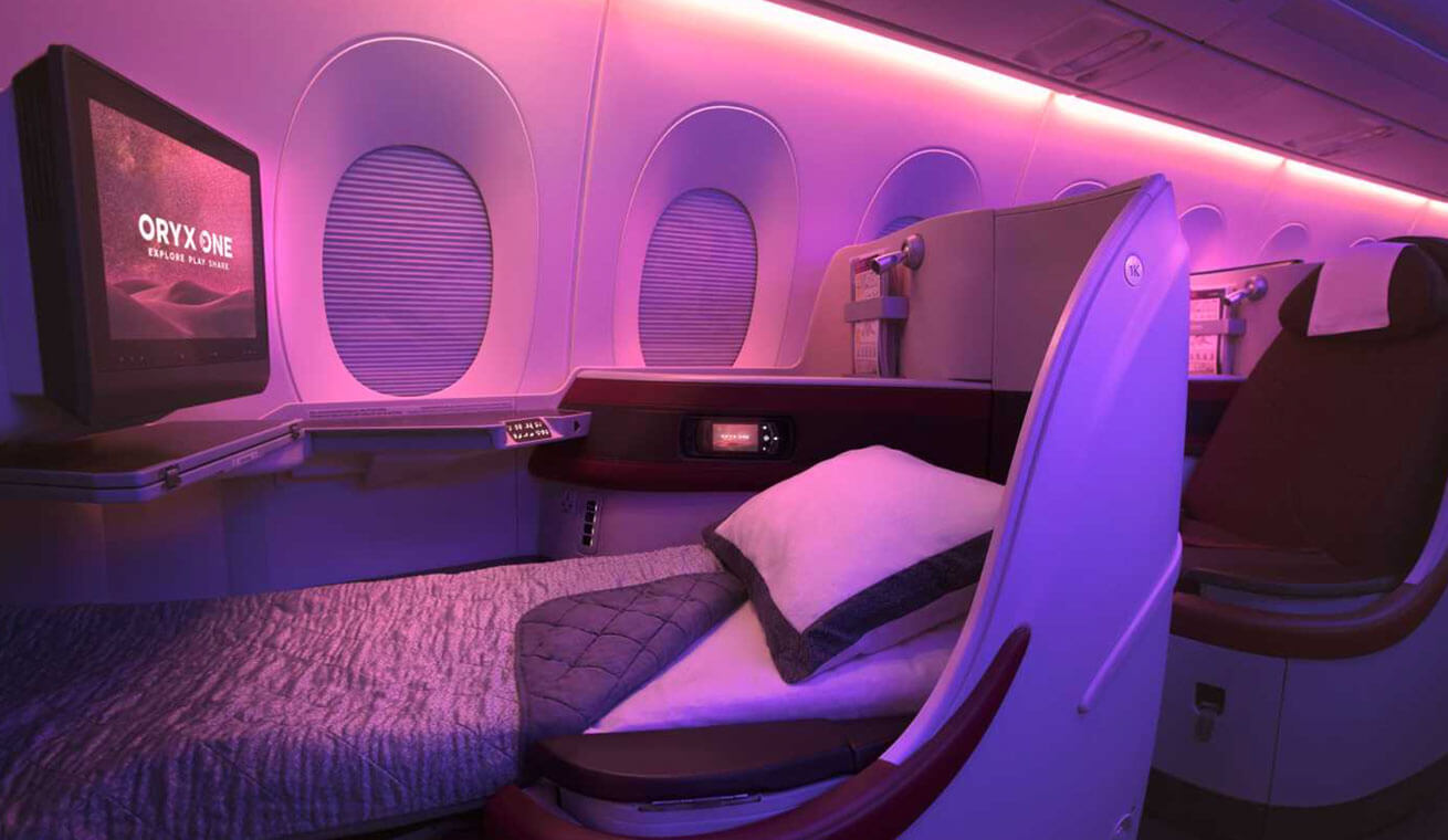 Image of Qatar airways Airbus 350 business class lie flat